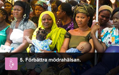 Några kvinnor väntar utanför ett sjukhus i Nigeria. UN/Photo Eskinder Debebe