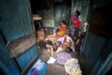 Mycket lite har förbättrats för de allra fattigaste i världen. Här en familj i slumen utanför staden Songachi, Bangladesh.