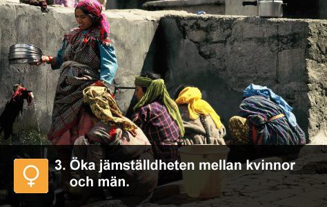 Några kvinnor tvättar kläder i bergsbyn Manali i norra Indien. Tiny globe, Linda Essner