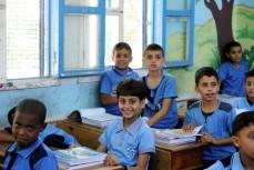 Idag börjar nio av tio barn i skolan. För barnen på bilden är det första dagen på skolåret i en skola för flyktingbarn i Gaza. UN/Photo, Shareef Sarhan.
