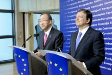 Secretary-General Ban Ki-moon and José Manuel Barroso, President of the European Commission, hold a joint press conference following a meeting in Brussels, Belgium, 2012.