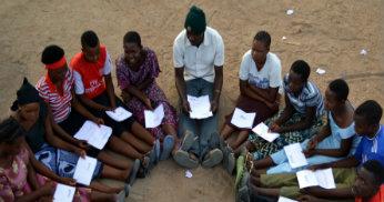 Konsultationer kring de nya utvecklingsmålen med ungdomar i Tanzania.